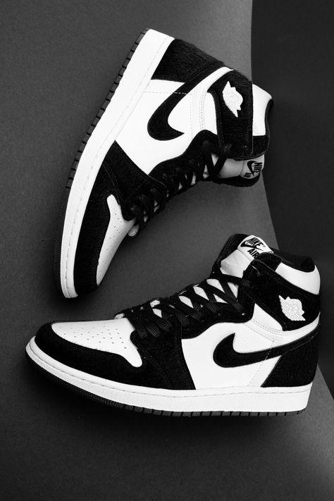 Jordan Shoes Girls, Girls Shoes, Women Nike Shoes, Cool Nike Shoes, White Nike Shoes, Nike Shoes Outfits, Cute Sneakers, Jordans Sneakers, Black Shoes Sneakers
