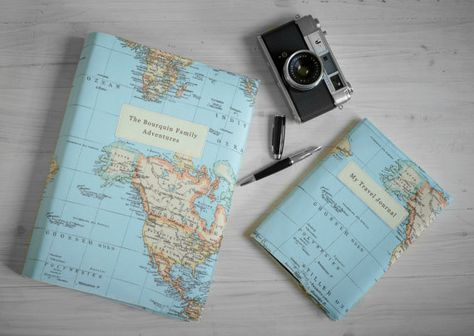 Se trata de un álbum de fotos en una tela de impresión de mapa de mundo y por lo tanto es el lugar perfecto para almacenar recuerdos de su luna de miel, año sabático u otros viajes. Se puede personalizar con el texto de su elección y usted también puede elegir un país o región del mundo a la función en la portada.  El álbum cuenta con las siguientes características:  -Mide 33 cm/13 de altura, 22 cm/9 de ancho y es 5 cm/2 de profundidad en la columna vertebral -Puede contener 300 fotos -Los…