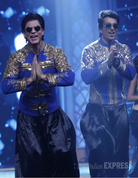 Shah Rukh Khan And Sonu Sood Get The Party Started Onstage At Happy New Year Music Launch Bollywo Happy New Year Music Shah Rukh Khan Movies Bollywood Actors
