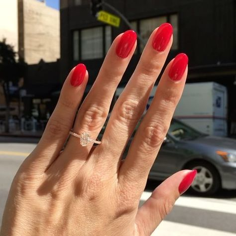 Dieser #Dainty #RoseGold #Oval #EngagementRing ist Perfektion   Schönhei   Nagel Designs