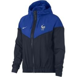 The Fff Authentic Windrunner women's jacket is outfitted with the classic elements of the Original Track Jacket– a Chevron inset on the chest and a lightweight Material, which ensures in the game and in the leisure for comfortable protection.