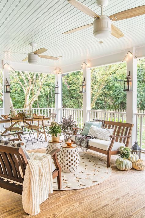 Home Interior Salas Fall Back Porch & Choosing the Best Capsule Decor - Bless'er House.Home Interior Salas Fall Back Porch & Choosing the Best Capsule Decor - Bless'er House Concrete Patios, Back Patio, Back Porches, Porch And Patio, Farm House Porch, Outside House Decor, Cottage Patio, Farmhouse Front Porches, Summer Porch