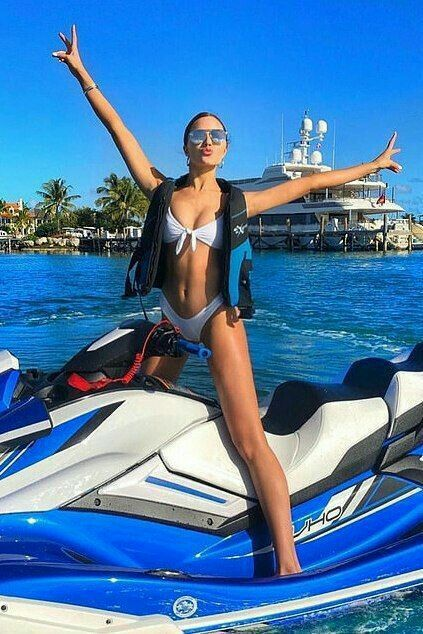 Jet Ski Fotos Playa Mujer Fotos Traje De Bano Chicas En Bikini
