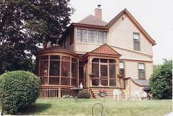 1895 Victorian Queen Anne In Dubuque Iowa Oldhouses Com