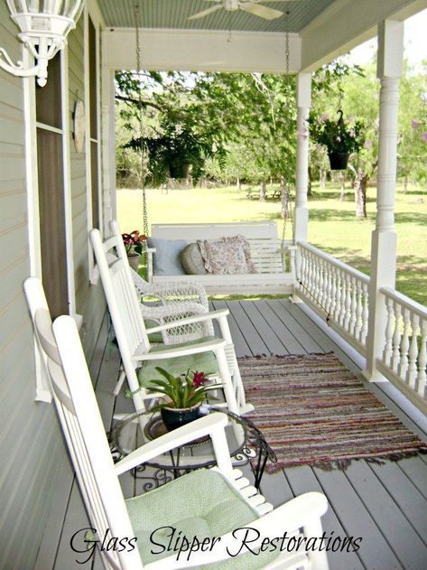 Find and save ideas about Front porch design ideas. See more ideas about Front porch remodel, Front porches and Front porch addition. Home Design, Design Ideas, Design Web, Modern Design, Country Front Porches, Back Porches, Craftsman Style Porch, Front Porch Remodel, Veranda Design