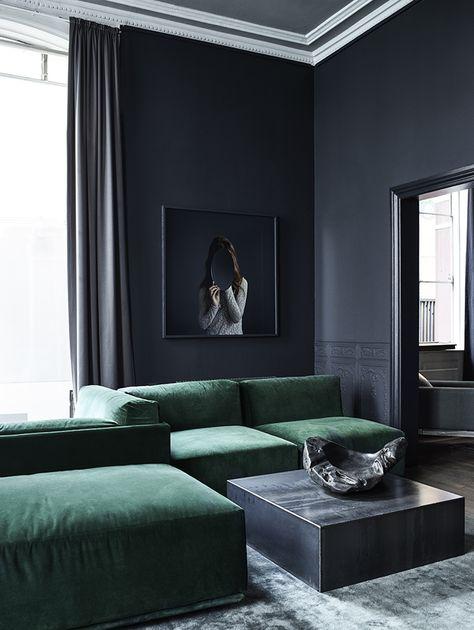 Masuline luxurious living room with dark walls and a deep green velvet sofa. Velvet everywhere please! - Hege in France