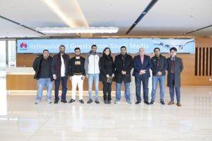 وفد إعلامي سعودي يزور مقر شركة هواوي في الصين للتعرف عن كثب على حقائق تواصل نمو أعمالها وابتكاراتها Soccer Field Basketball Court Soccer