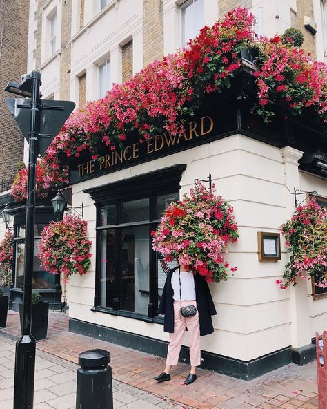 <happiness blooms from within 🌸> #nottinghill #london #blooms #TPDwandersLondon
