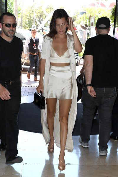 30 Celebrity Vacation Outfits to Inspire Your Summer Travel Style #summervacationstyle Celebrity Vacation Fashion to Inspire Summer Style | StyleCaster