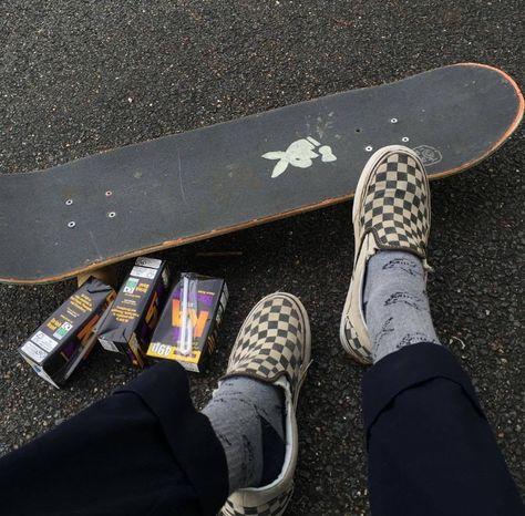 Grunge Goth, Black Grunge, Emo Goth, Skateboard Deck Art, Skateboard Design, Retro Aesthetic, Aesthetic Grunge, White Aesthetic, Loki Helm