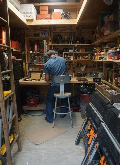 This is Jerry's nice little workshop he built inside of an 8x10 barn shed.  Jerry you did  an awesome job!