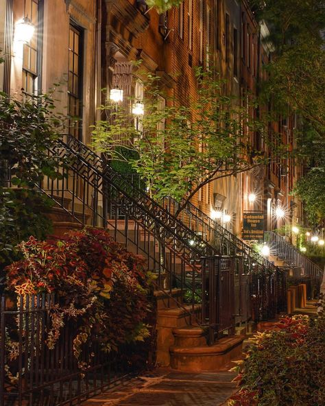 The Best Photos and Videos of New York City Beautiful Homes, Beautiful Places, Beautiful Pictures, Appartement New York, Photographie New York, Chelsea Nyc, New York Pictures, City Aesthetic, Photos Voyages