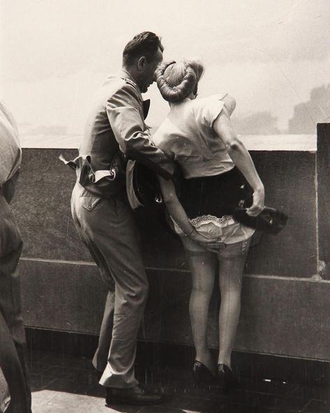 """Historical Pix 📷 on Instagram: """"c. 1942. On top of Empire State Building, NYC, by Weegee.  #EmpireStateBuilding #skyscraper #NYC #couple #Weegee #historyinpictures…"""""""