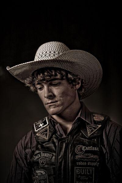 Bull Rider photographed by Andy Mahr- ONE EYELAND Cowboys Sexy, Rodeo Cowboys, Real Cowboys, Cute Country Boys, Country Couples, Country Men, Cowboy Photography, Animal Photography, Country Couple Pictures