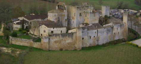 village de Larressingle et sa forteresse médiévale bien conservée. Gers