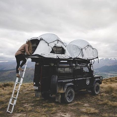 Camping tent on top of Land Rover Landrover Defender, Land Rover Defender Camping, Land Rover Off Road, Defender 110, Camping And Hiking, Camping Ideas, Camping Hacks, Backpacking, Scout Camping