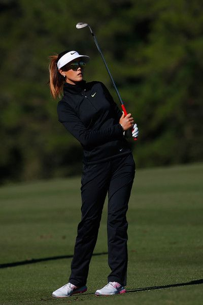 Expert Golf Tips For Beginners Of The Game. Golf is enjoyed by many worldwide, and it is not a sport that is limited to one particular age group. Not many things can beat being out on a golf course o Michelle Wie, Golf 6, Play Golf, Disc Golf, Golf Humor, Cute Golf Outfit, Golf Tips For Beginners, Perfect Golf, Golf Wear