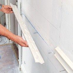 Comment Fixer Des Moulures Aux Murs Moulure Moulure Mur Moulures De Couronnement