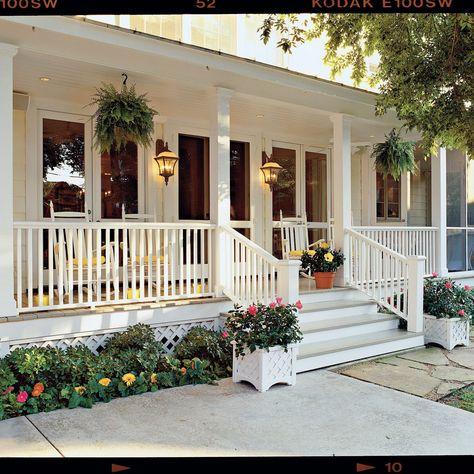 37 Fabulous Farmhouse Front Porch Design Ideas - Home & DIY Farmhouse Front Porches, Small Front Porches, Front Porch Design, Southern Porches, Screened In Porch, Patio Design, Southern Homes, Southern Living, Porch And Patio