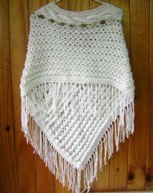 PONCHO DAMA CON FLECOS Poncho dama blanco invierno con flecos, decorado con copos verdes y marron.