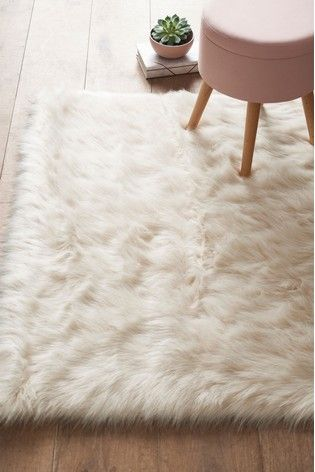 Faux Fur Rug In 2020 Faux Sheepskin Rug White Fur Rug Faux Fur Rug