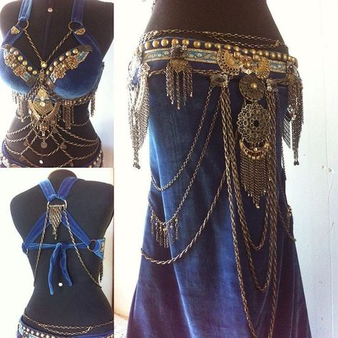 Tribal Fusion Line Tribal Fusion, Tribal Mode, Belly Dancer Costumes, Belly Dancers, Dance Costumes, Danza Tribal, Tribal Belly Dance, Belly Dance Belt, Belly Dance Outfit
