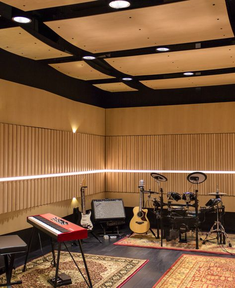 Make Music Recording Studio Boulder CO SoundPly Latus Acoustic Wall Panels SoundPly s Acoustic Wood Panels create a cozy natural look that also functions perfectly as an acoustic sound booth for Make Music Recording Studio Home Recording Studio Setup, Home Studio Setup, Music Studio Room, Studio Interior, Sound Studio, Home Studio Musik, Home Music Rooms, Acoustic Wall Panels, Recorder Music