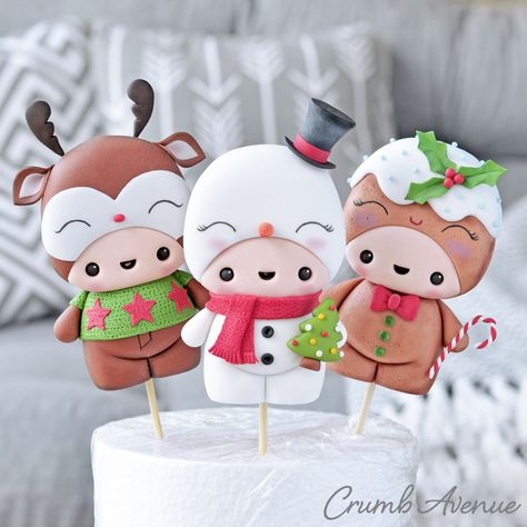 Cute Christmas Cake Toppers by Crumb Avenue Fondant Figures Tutorial, Cake Topper Tutorial, Cake Toppers, Fondant Flower Cake, Fondant Bow, Fondant Cakes, Cute Polymer Clay, Polymer Clay Crafts, Christmas Cake Topper