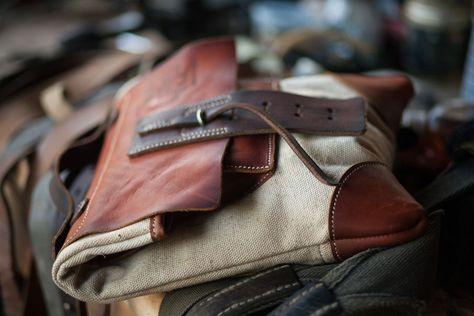 1665e1217c64 почтовая сумка через плечо из состаренной кожи и винтажного конваса -  купить или заказать в интернет