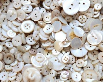100 doll buttons in mother-of-pearl optics