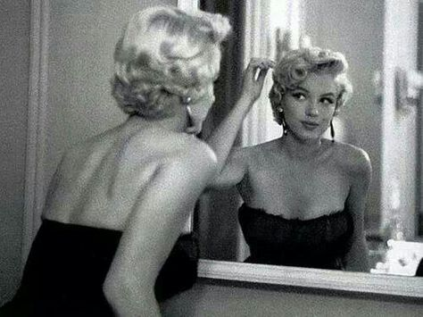 Marilyn Monroe A George Vreeland Hill Post Viejo Hollywood