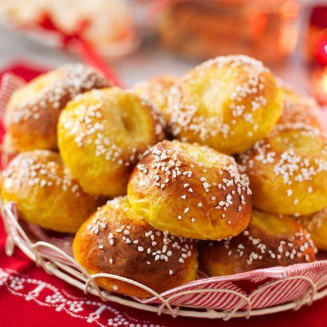 saffransbullar med mandelmassa och vaniljsocker