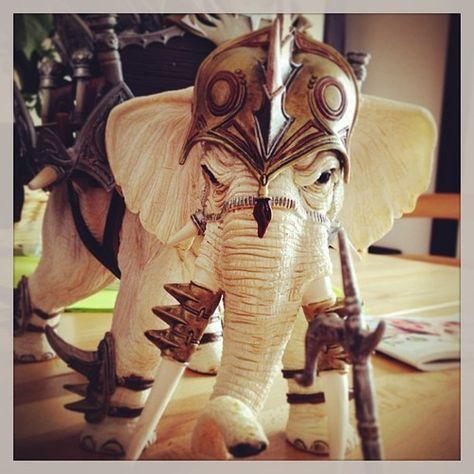 fabvdv:  Eléphant de combat #Pâques #Schleich (à Strand Koksijde)