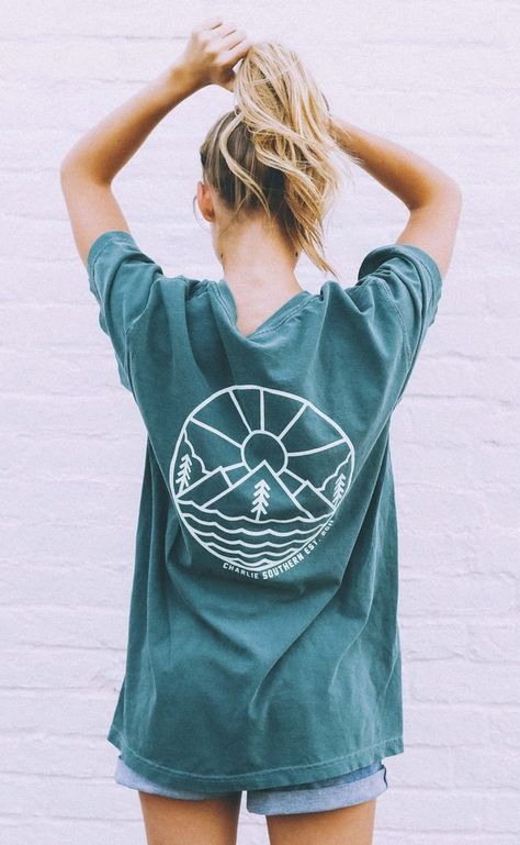 Charlie Southern is a t-shirt line perfect for country concerts and sunny summer days. Shirt Print Design, Tee Design, Shirt Designs, Cute Casual Outfits, Summer Outfits, Surfergirl Style, Moda Boho, Comfort Colors, Sorority Canvas