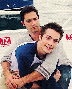 Animated gif uploaded by Lady. Find images and videos about teen wolf, dylan o'brien and tyler hoechlin on We Heart It - the app to get lost in what you love. Stiles Teen Wolf, Derek Teen Wolf, Stiles Derek, Teen Wolf Boys, Teen Wolf Dylan, Teen Wolf Cast, Tyler Posey Teen Wolf, Teen Wolf Memes, Teen Wolf Funny