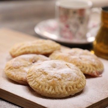 حلى البف باستري بالقشطة بالفيديو مطبخ سيدتي Recipe Food Desserts Hamburger Bun