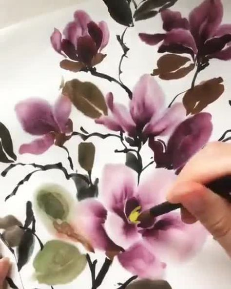 I'm pretty sure it's a verified fact that line-drawn florals are the most fun 🌸 The only thing more fun is using my favorite watercolor to give them a splash of color! If you want to learn some loose florals techniques, check out my new Skillshare class all about watercolor florals! ❤️ – BuzzTMZ