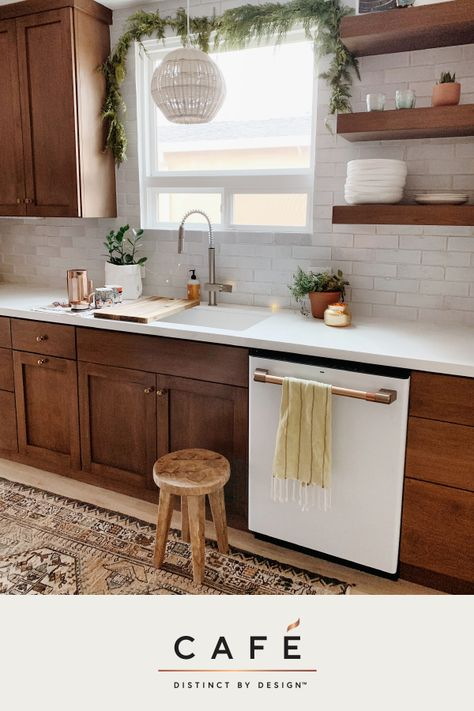 Our Matte White appliances set the stage for mindful layers of warmth, depth and personality in this beautiful family kitchen designed by Ashley Petrone, otherwise known as @arrowsandbow.