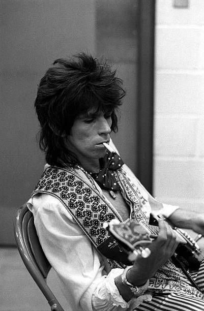 Favorite music Keith Richards of the Rolling Stones is photographed backstage in June 1975 in San Antonio, Texas. #KeithRichards #keithrichards