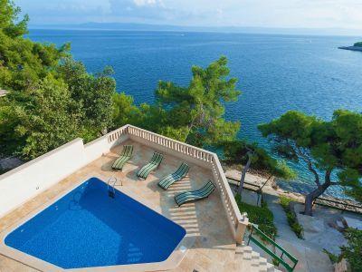 Die Villa Sunny Ist Ein Schones Ferienhaus Mit Pool Direkt Am Meer In Selca Kroatien Die Lage Ferienhaus Kroatien Am Meer Hauser Mit Pool Ferienhaus Kroatien