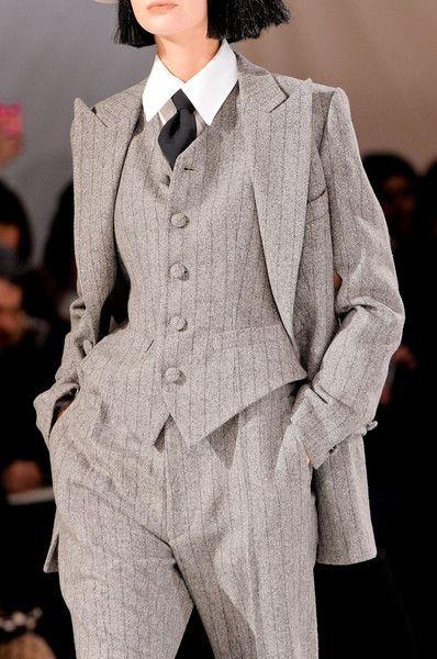 Yohji Yamamoto at Paris Fashion Week Fall 2013 Details Runway Photos Tomboy Fashion, Fashion Outfits, Androgynous Fashion Women, Mature Fashion, Fashion Weeks, Fashion Killa, High Fashion, Mode Grunge, Mode Ootd