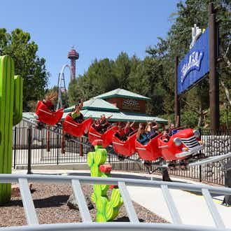 Theme Park Or Thrill Ride Junkie Top Tips For A Visit To Six Flags Discovery Kingdom An Amusement Six Flags Amusement Parks In California Vallejo California