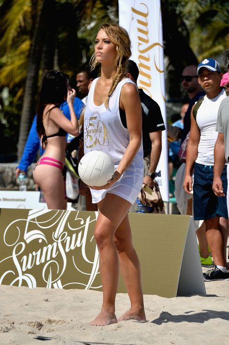Hannah Ferguson - Sports Illustrated Swimsuit Beach
