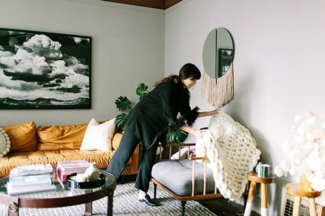 Blanket Statement - How Lonny Editors Decorate Their Homes For The Holidays - Photos