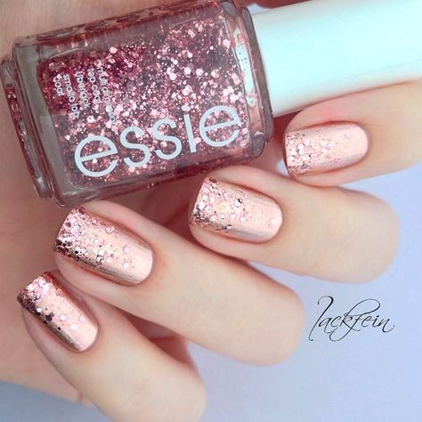 21 Prettiest Rose Gold Nails Designs You Should Try Out ❤️ Rose Gold Glitter Nails picture 3 ❤️The popularity of rose gold nails is only getting stronger. We suggest you add some sparkle to your every
