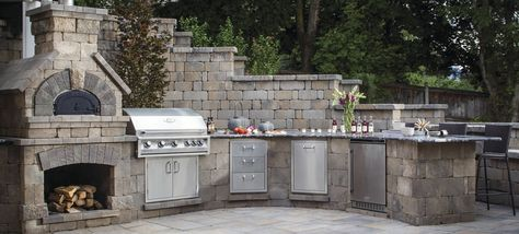 Find Out What's Cooking in the Latest Outdoor Kitchen Design