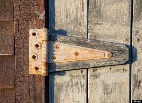 20 Bizarre Household Uses For Olive Oil Remont Squeaky Door Squeaky Door Hinges Cool Diy Projects