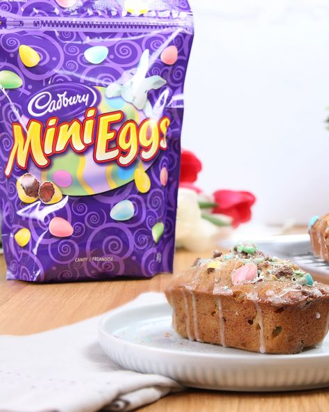 These sweet, bite-sized, and adorable Cadbury Mini Eggs Banana Loaves might become your new Easter fave! Get inspired at snackworks.ca