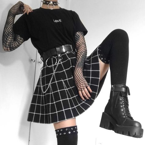 Edgy Outfits, Cute Casual Outfits, Mode Outfits, Retro Outfits, Grunge Outfits, Girl Outfits, Grunge Clothes, Flannel Outfits, Gothic Outfits
