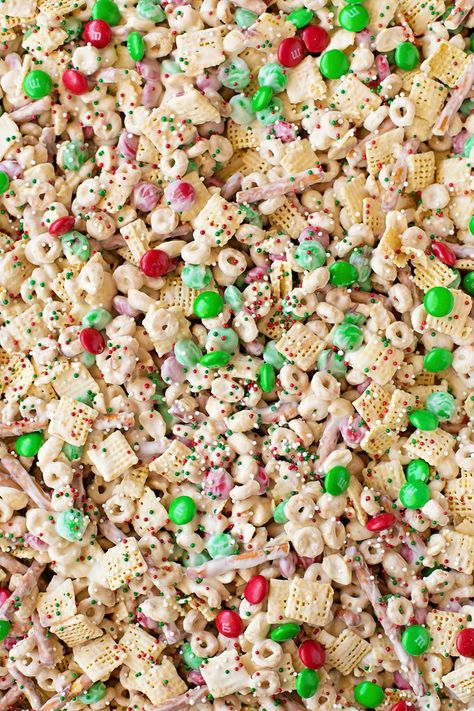 Reindeer Chow - Life Made Simple Reindeer Chow - Life Made Simple Reindeer Chow - Life Made Simple<br> Santa shouldn't get all of the treats! This fun and festive reindeer chow is a sweet and salty mix of cereal, pretzels, peanuts and M&Ms. Christmas Snack Mix, Christmas Sweets, Christmas Goodies, Christmas Candy, Holiday Baking, Christmas Desserts, Holiday Treats, Christmas Baking, Christmas Puppy Chow